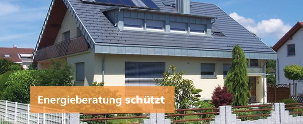 Haus mit Solarzellen auf dem Dach.