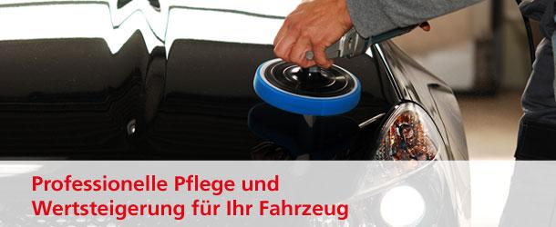 Ein Auto wird professionell poliert.